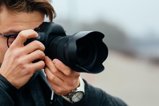 mand tager billede